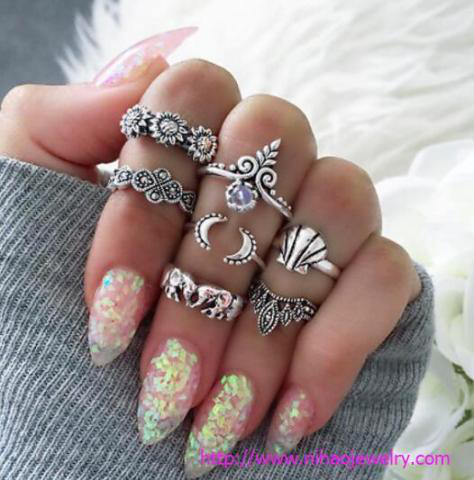 top fashion jewelry trends Midi rings