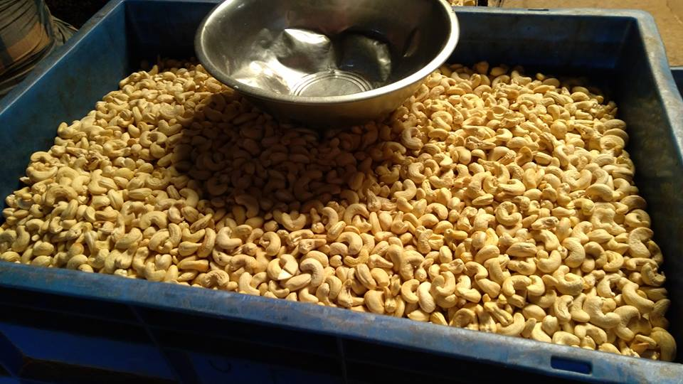 BUY SESAME SEEDS,SOYBEANS SEEDS,CASHEW NUTS,SUNFLOWER OIL WHATSAPP: 237654746176