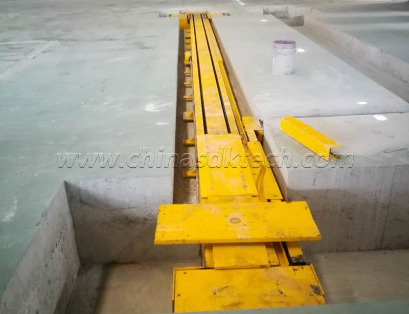 Single corrugated line track