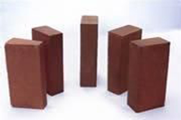 High alumina insulation bricks are also known as high alumina heat insulating bricks. It is a new type of lightweight insulating material which contains approximately 48% alumina.  High alumina bricks
