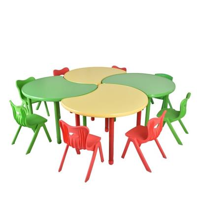 4 Petal Collaborative Desk And Polyethylene Chairs