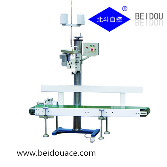 Automatic conveying sewing machine
