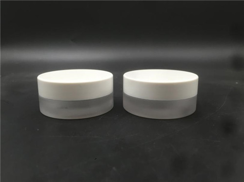 2019 China Competitive Manufacturer cosmetic round jar screw neckpress glass bottle 15G supplier