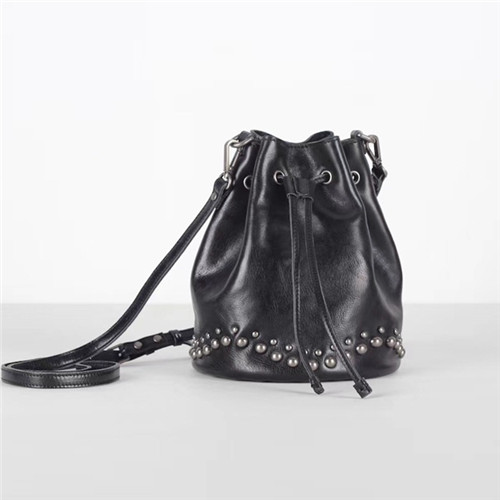 2020 original manufacturer leather fashion design rivet drawstring shoulder bag