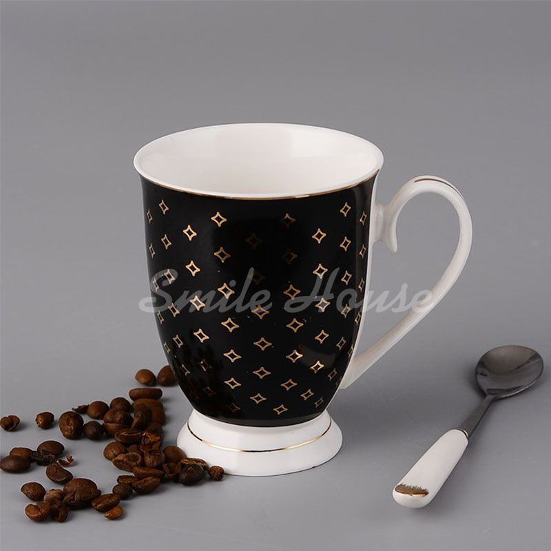 Round ceramic mug with handle