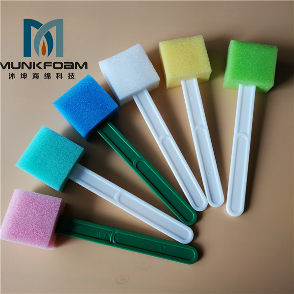 Medical instrument cleaning brush