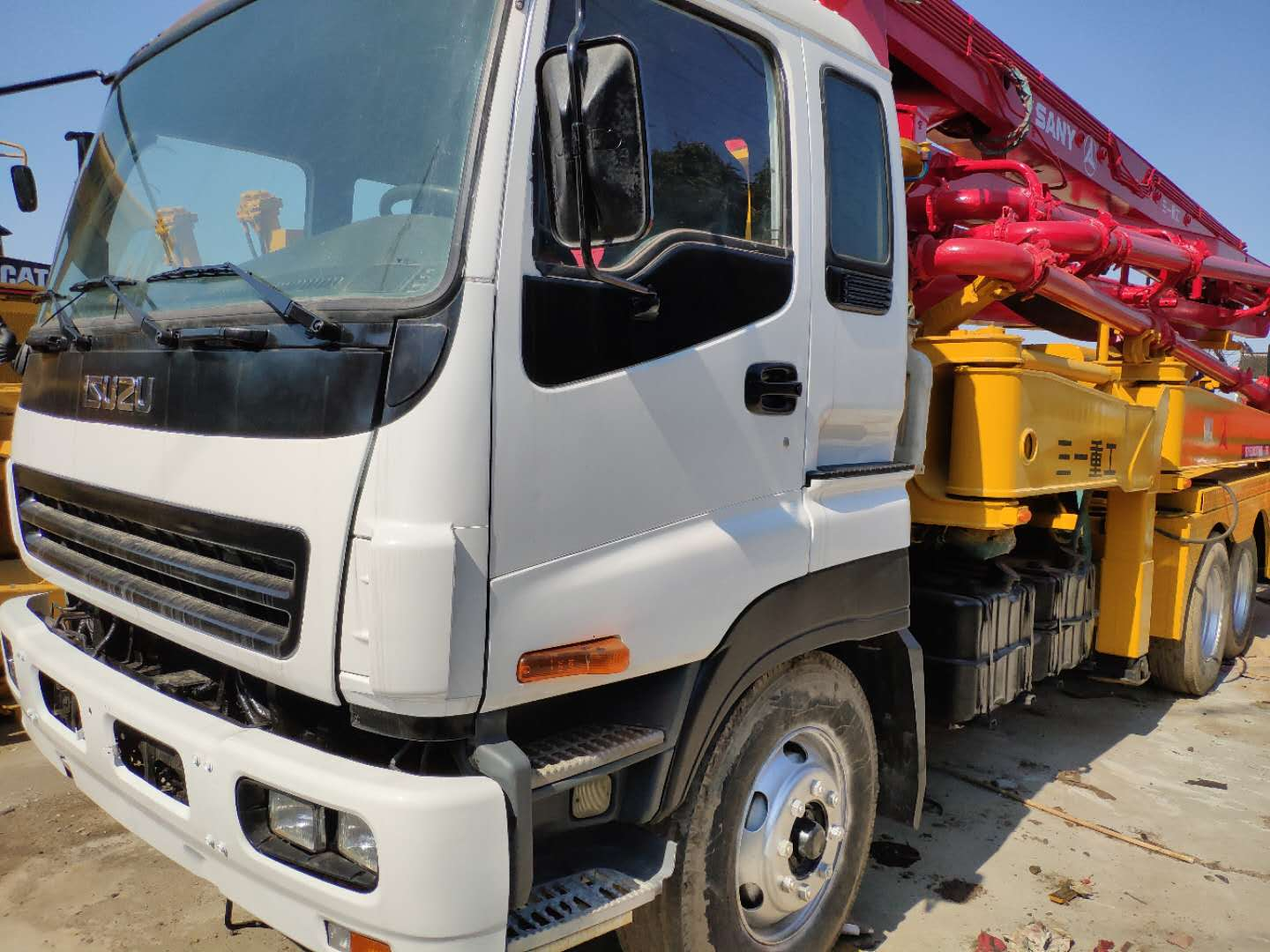 ISUZU concrete pump