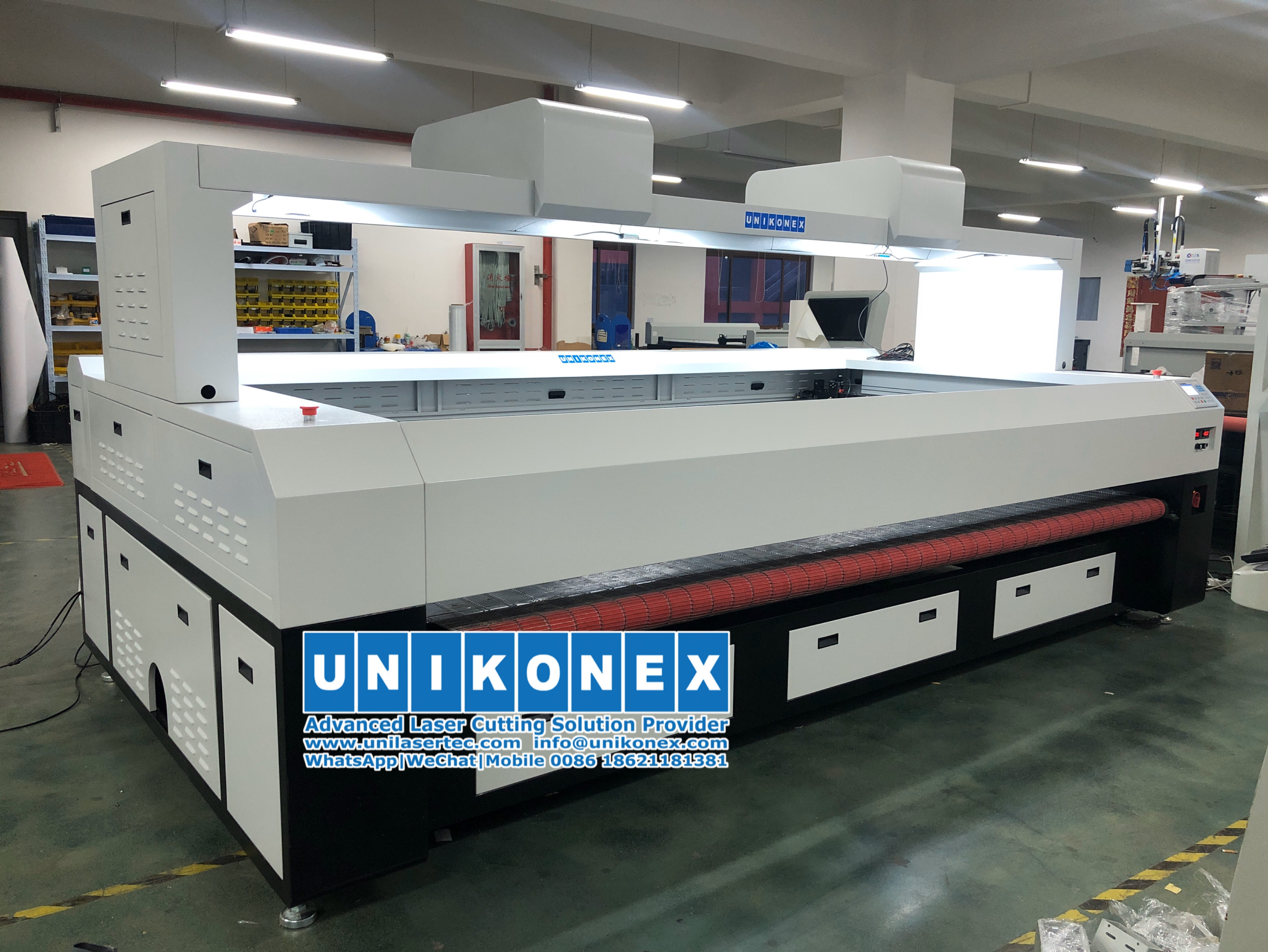 UL-VD320150 large format flag and banner laser cutting system
