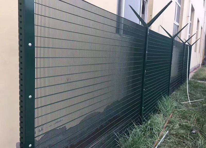 Hot dipped galvanized Vertical Wire Security Fence