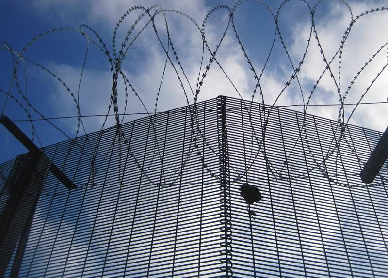 PVC coated HIGH SECURITY WITH RAZOR WIRE 358 SECURITY FENCE