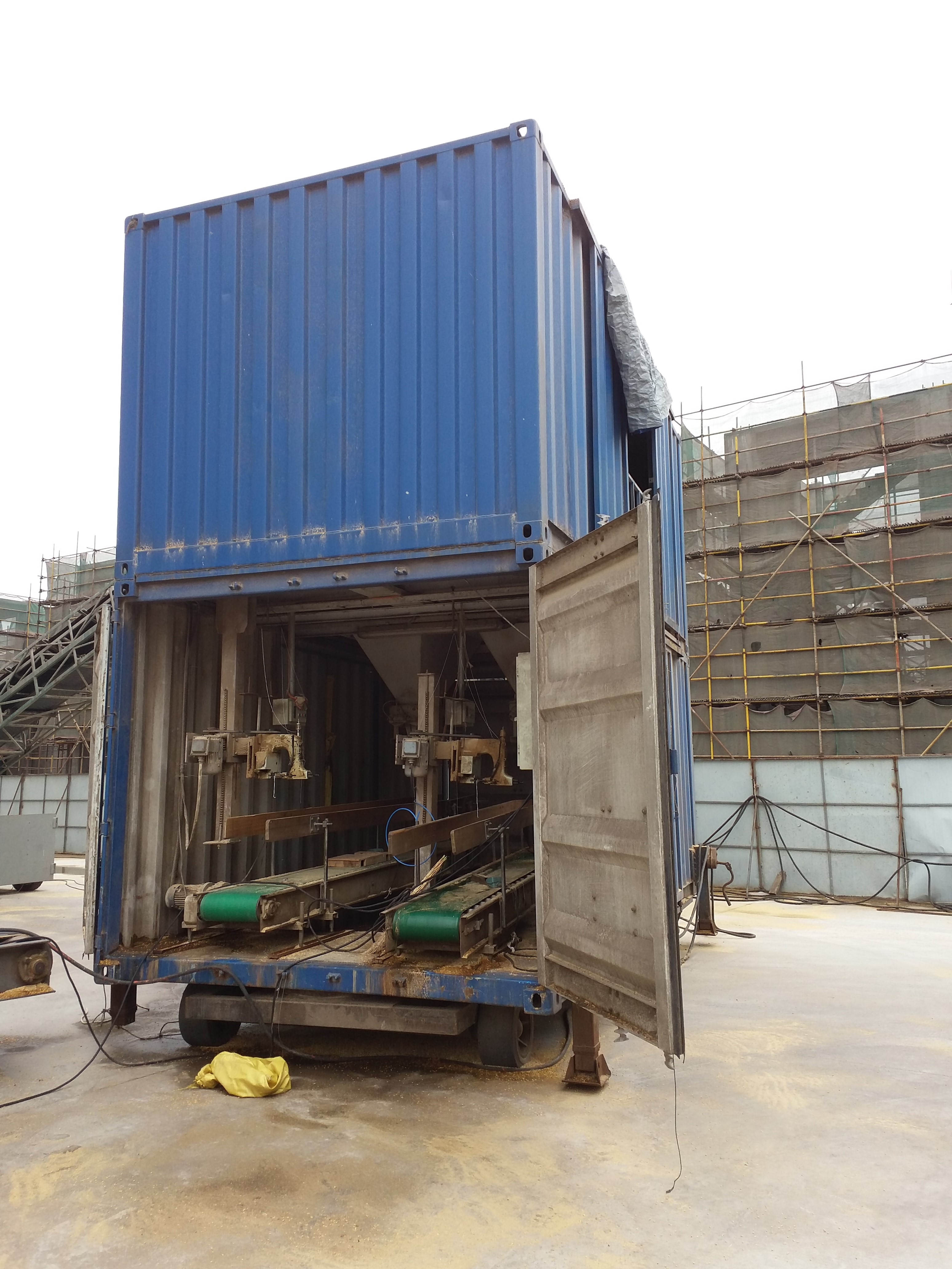 containerized bagging system Mobile Bagging Unit MOBILE BAGGING MACHINES for Grains, pulses, iodised salts, sugar Containerised bagging system