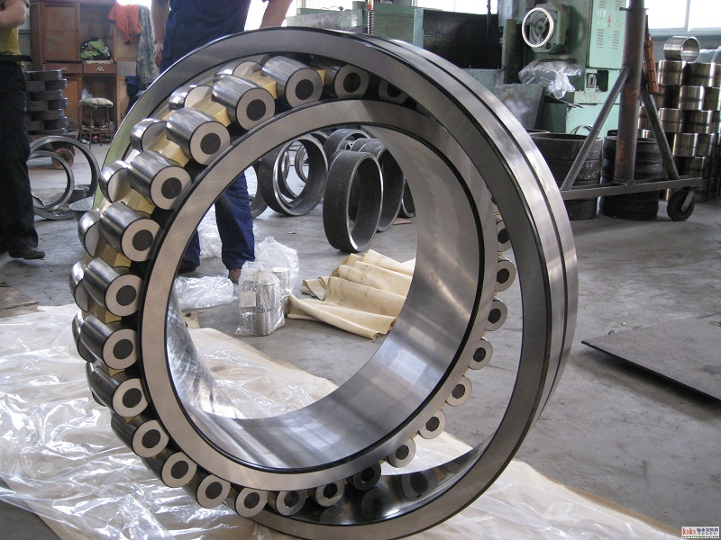 spherical  roller bearing 24172ECC3/W33  600x360x243mm