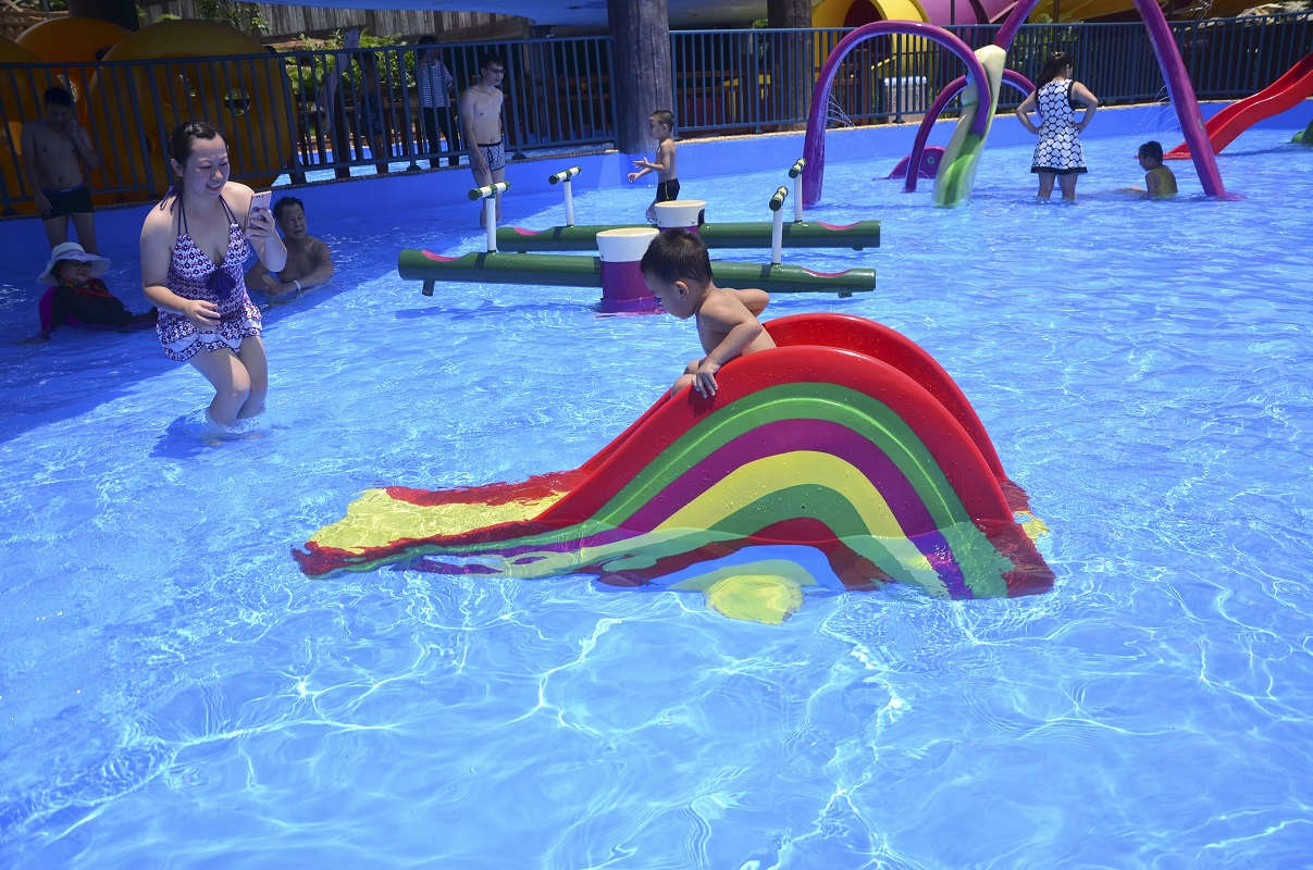 Fiberglass Rainbow Slide for Children