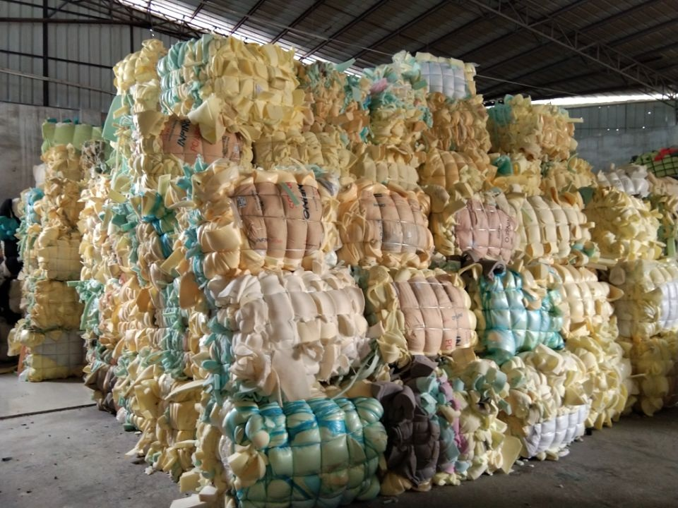 Polyurethane (PU) foam scrap, furniture foam, scrap foam