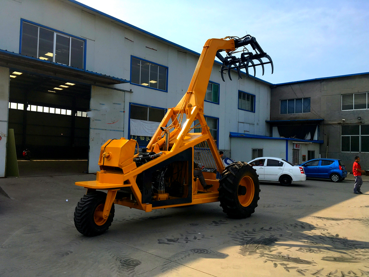Three-wheeled 360 degree steering sugar cane loader