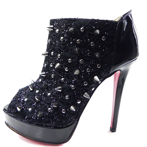 Christian Louboutin shoes outlet online store has various of shoes to